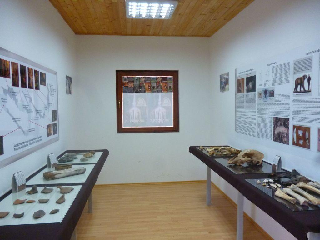 Небольшой музей при пещере. Фото: Елена Арсениевич, CC BY-SA 3.0