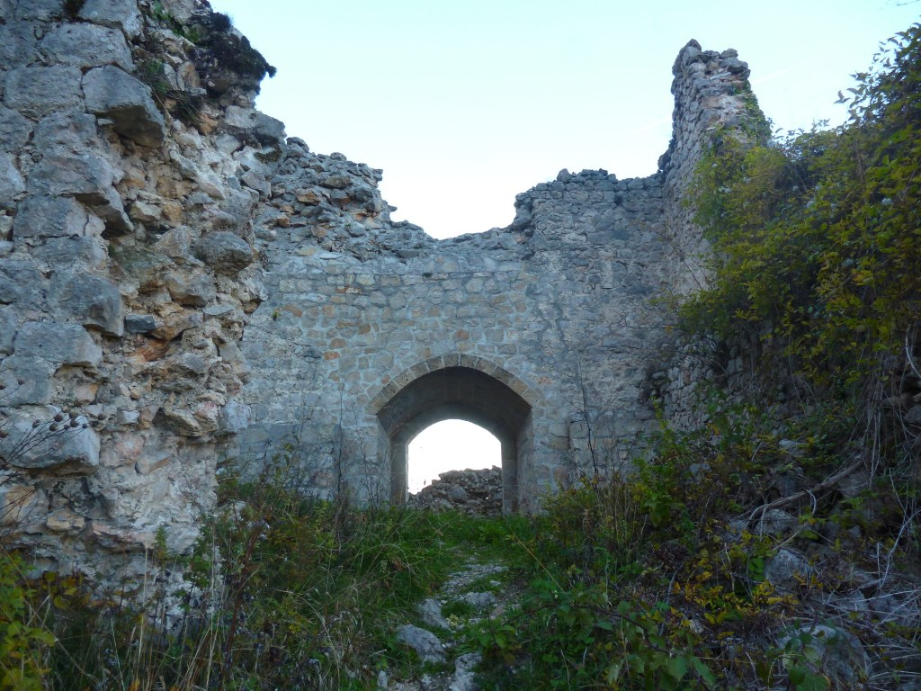 Отреставрированные северные ворота. Фото: Елена Арсениевич, CC BY-SA 3.0