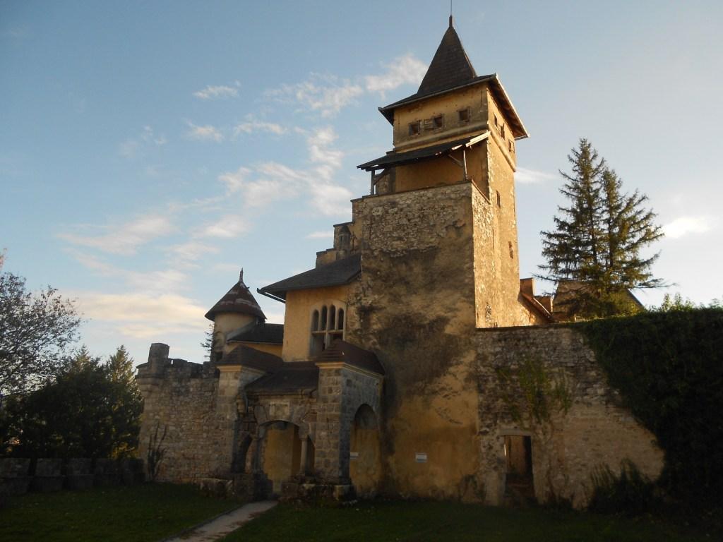 Неоготический замок Острожац. Фото: Елена Арсениевич, CC BY-SA 3.0