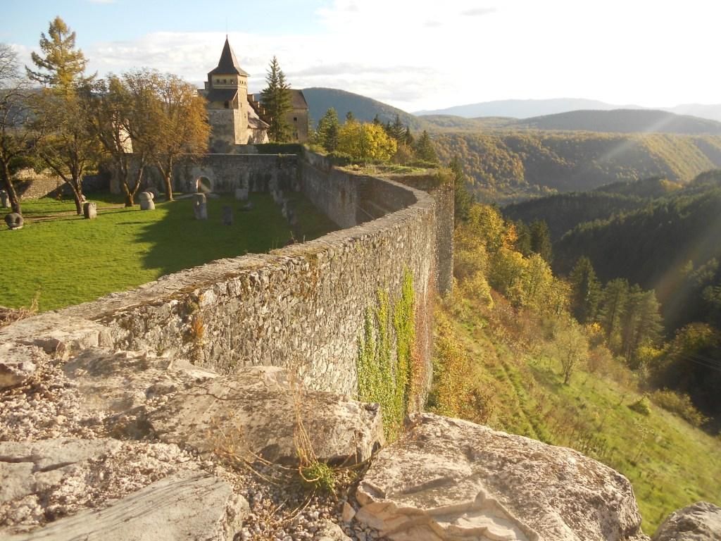 Вид с западного бастиона. Фото: Елена Арсениевич, CC BY-SA 3.0