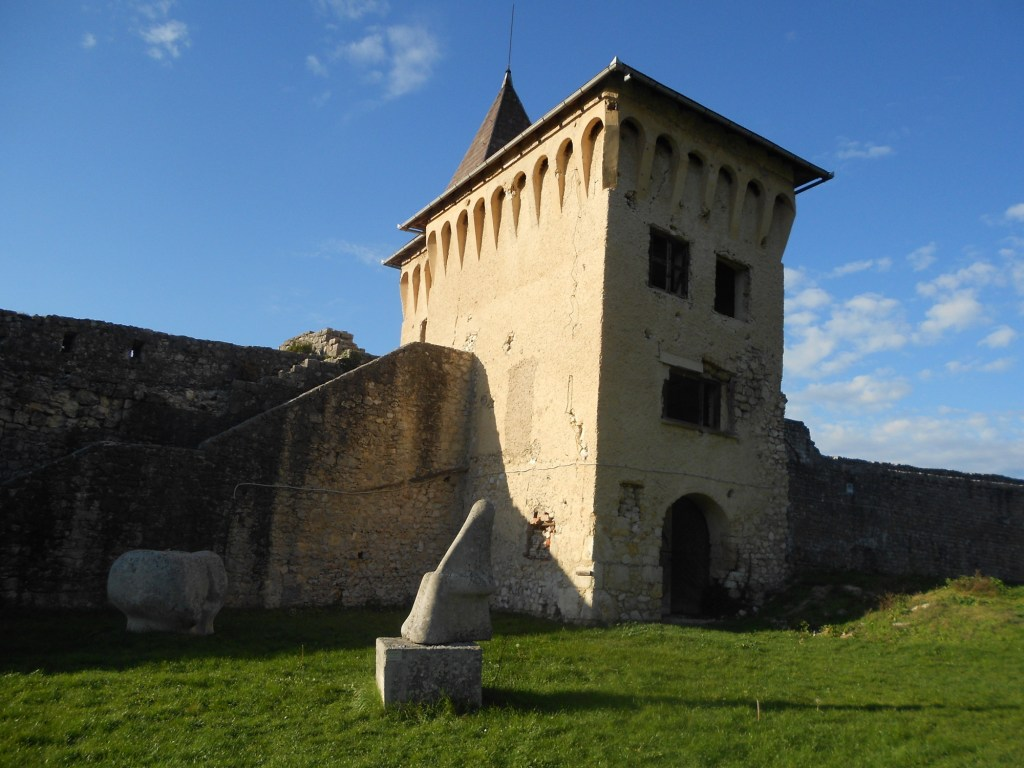 Башня у западного бастиона. Фото: Елена Арсениевич, CC BY-SA 3.0