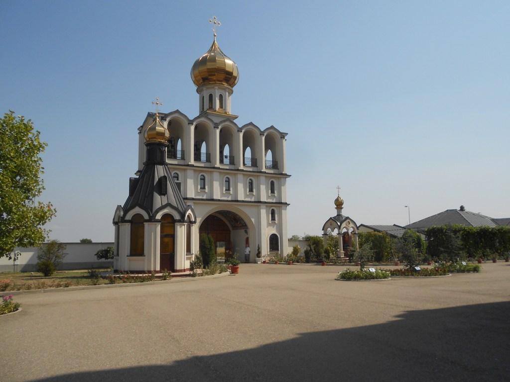 Оформление входа в монастырь. Фото: Елена Арсениевич, CC BY-SA 3.0