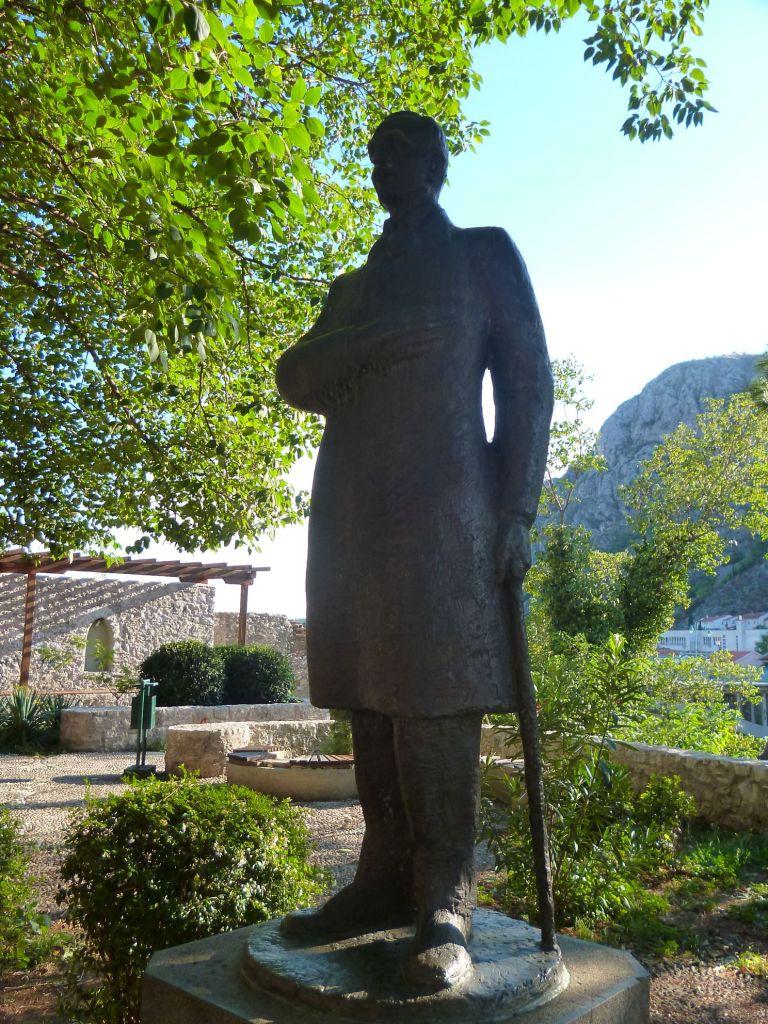 Памятник поэту в Мостаре. Фото: Елена Арсениевич, CC BY-SA 3.0