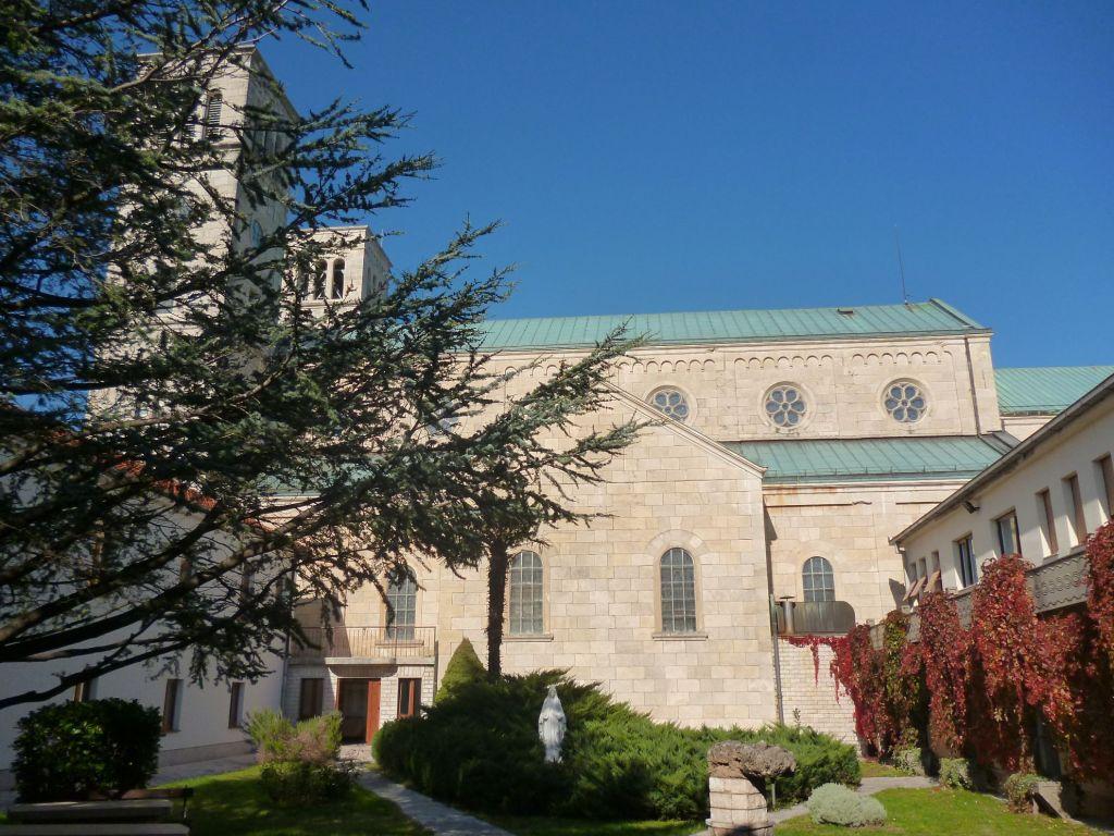 Внутренний дворик монастыря или клаустурум. Фото: Елена Арсениевич, CC BY-SA 3.0