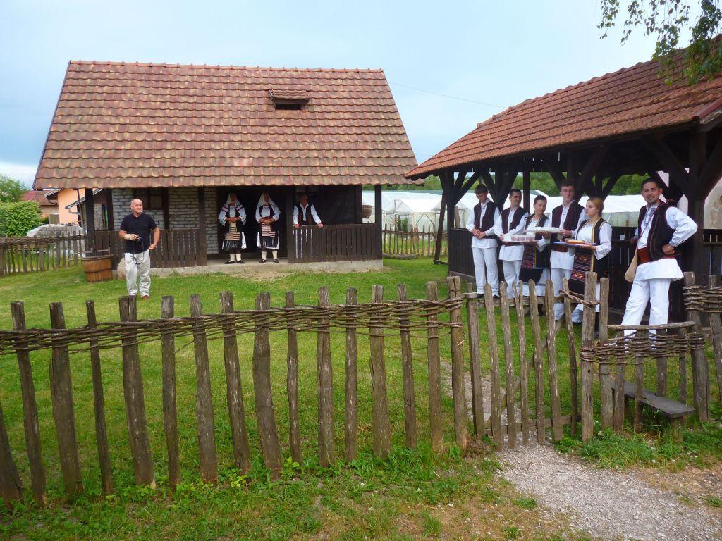 Ждут гостей. Фото: Елена Арсениевич, CC BY-SA 3.0
