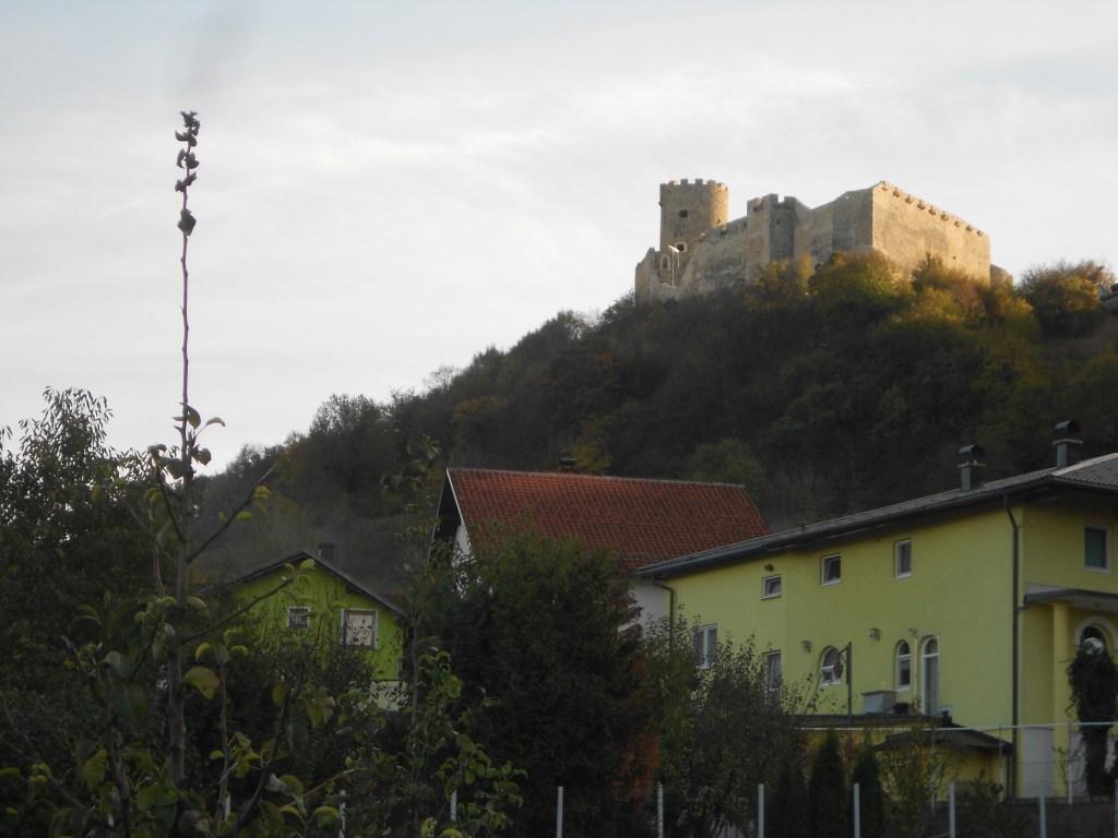 Вид на крепость Сололац из села Соколац. Фото: Елена Арсениевич, CC BY-SA 3.0