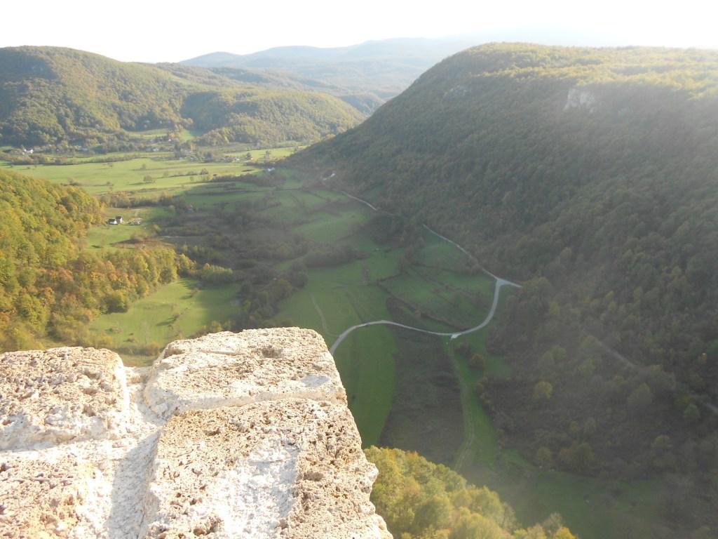 Долина под крепостью. Фото: Елена Арсениевич, CC BY-SA 3.0
