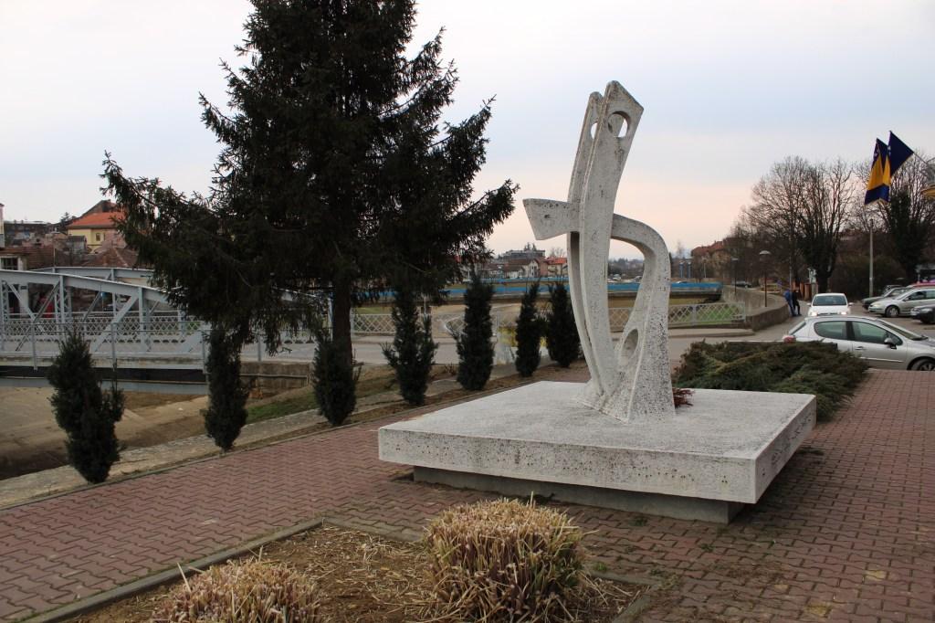 Памятник в Брчко. Фото: Елена Арсениевич, CC BY-SA 3.0