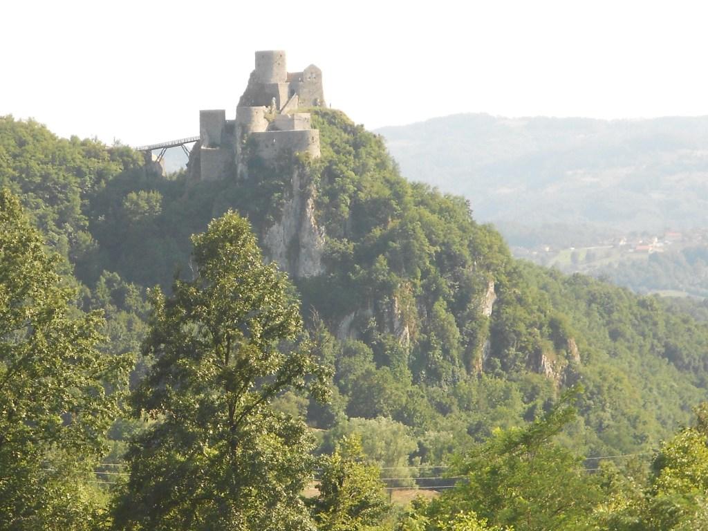 Попасть в крепость можно только по мосту. Фото: Елена Арсениевич, CC BY-SA 3.0