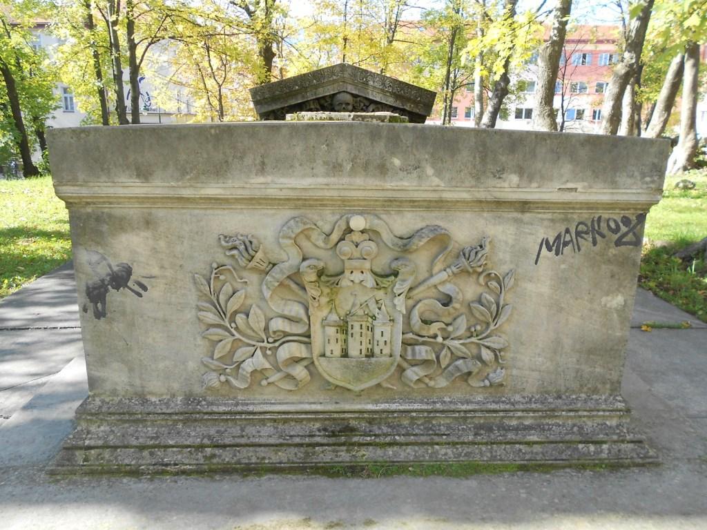 Саркофаг у колокольни св. Анте. Фото: Елена Арсениевич, CC BY-SA 3.0
