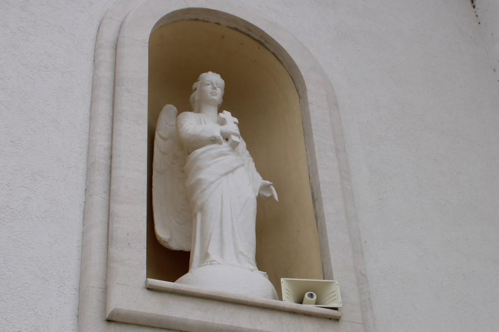 Скульптурное украшение фасада. Фото: Елена Арсениевич, CC BY-SA 3.0