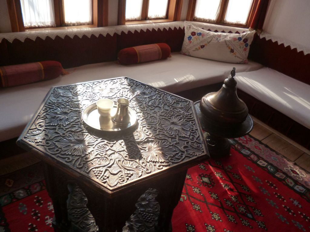 Резная мебель. Фото: Елена Арсениевич, CC BY-SA 3.0