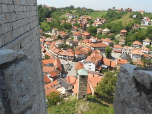 Вид на часовую башню с крепости. Фото: Елена Арсениевич, CC BY-SA 3.0