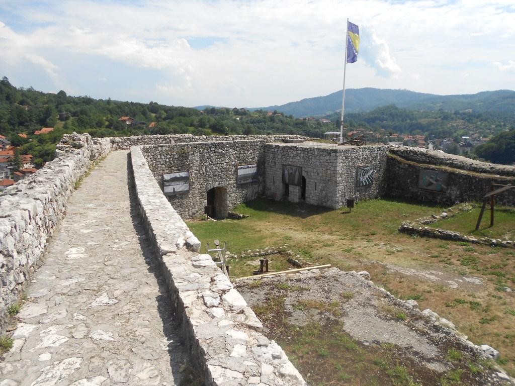 Верхняя часть крепости. Фото: Елена Арсениевич, CC BY-SA 3.0