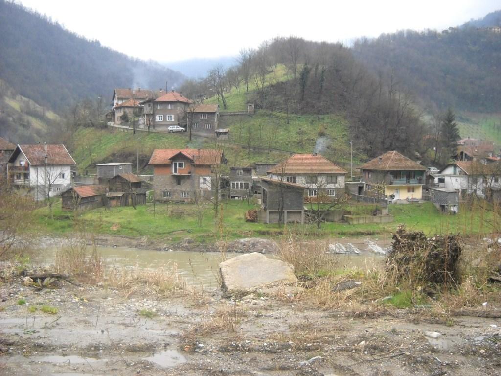 Село под крепостью. Фото: Елена Арсениевич, CC BY-SA 3.0