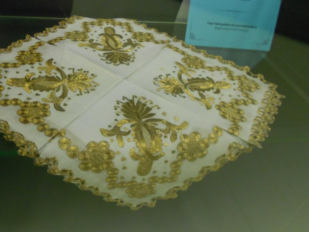 Чеврма, платочек. Музей библиотеки Гази Хусрев-бега. Фото: Елена Арсениевич, CC BY-SA 3.0