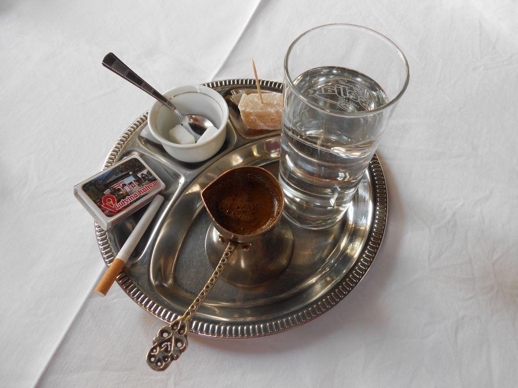 И непременно закурить. Фото: Елена Арсениевич, CC BY-SA 3.0