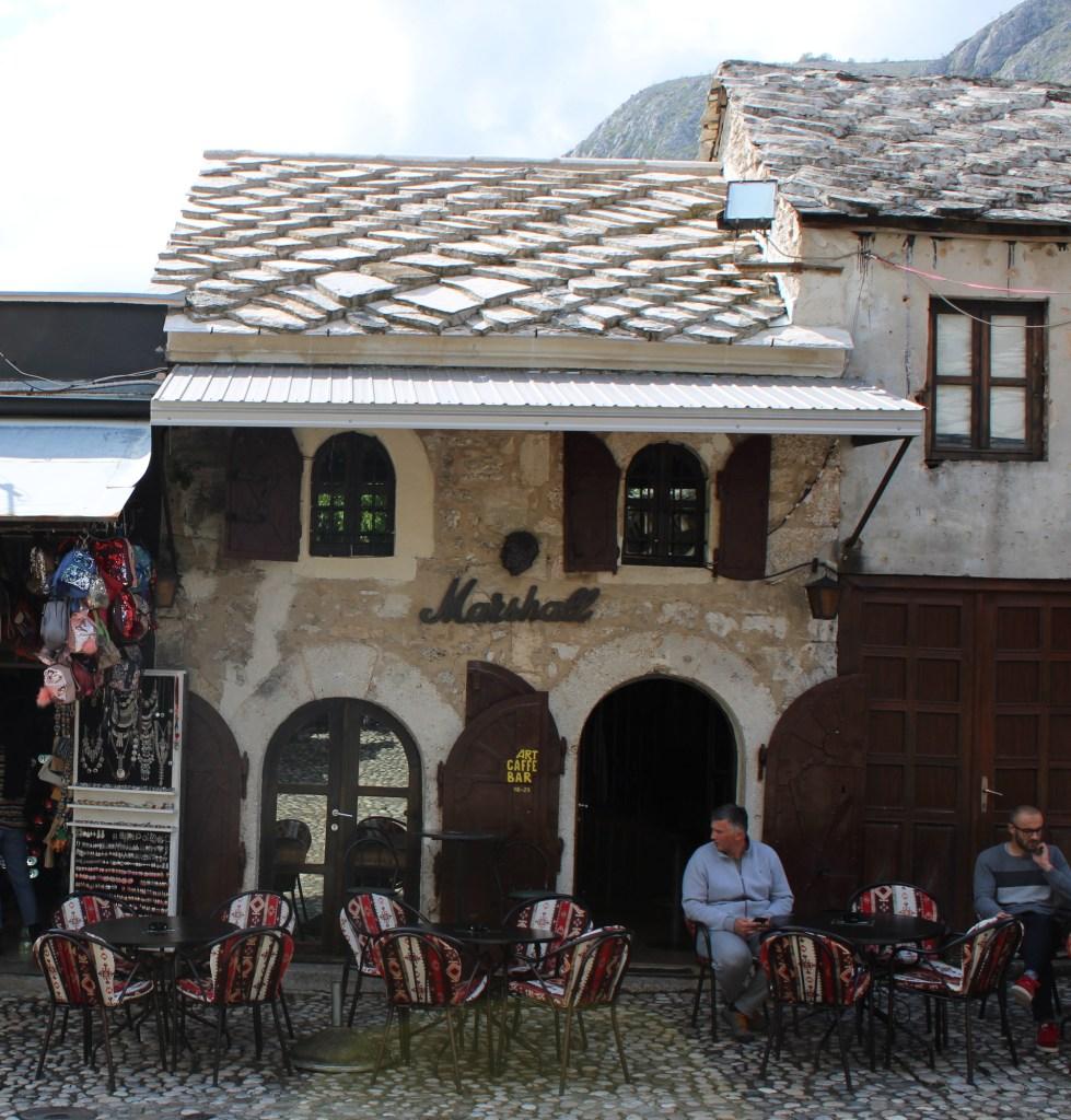 Кафе в Мостаре. Фото: Елена Арсениевич, CC BY-SA 3.0