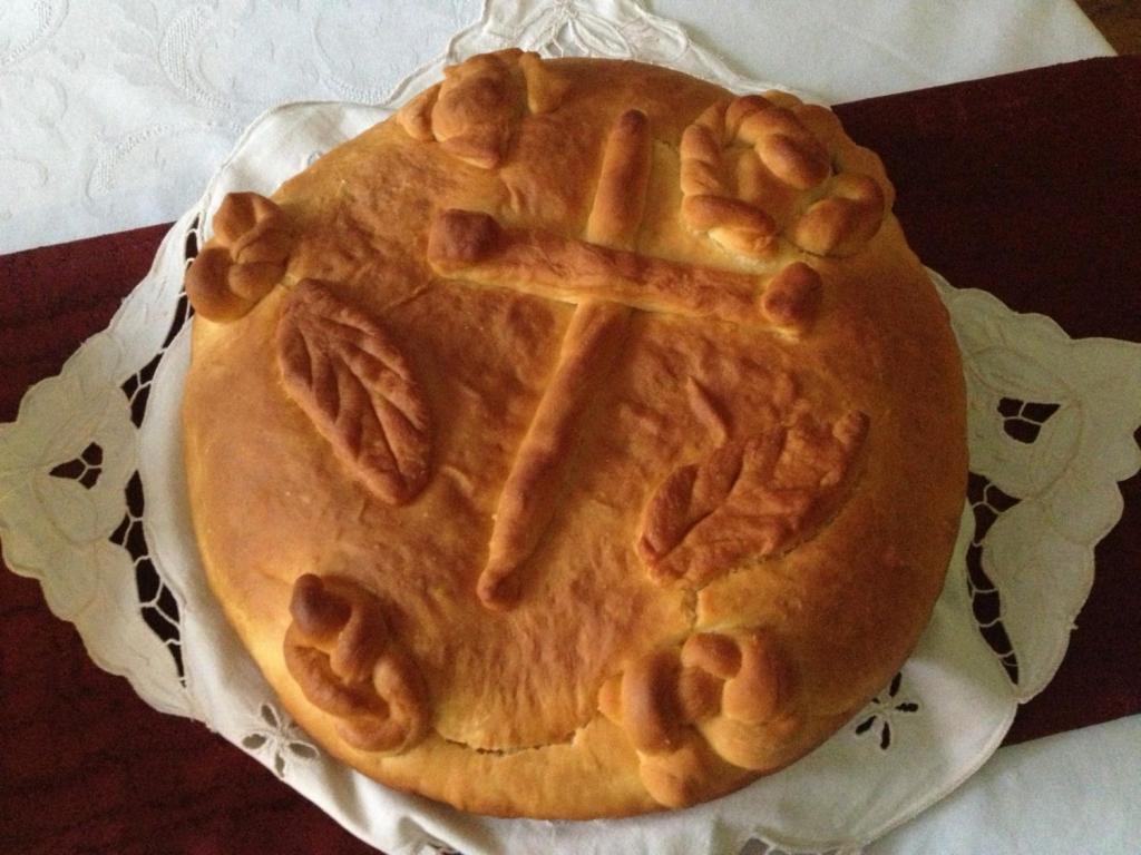 Чесница, традиционный сербский рождественский хлеб. David Bailey, CC BY-SA 2.0