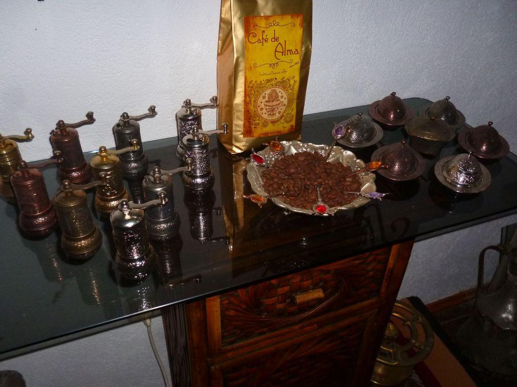 Кое-что из того, что требуется для кофепития по-боснийски. Фото: Елена Арсениевич, CC BY-SA 3.0