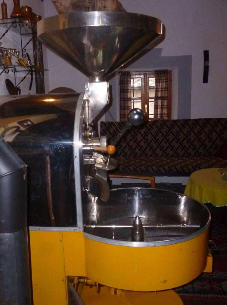 Аппарат для обжарки кофе. Вид сбоку. Фото: Елена Арсениевич, CC BY-SA 3.0
