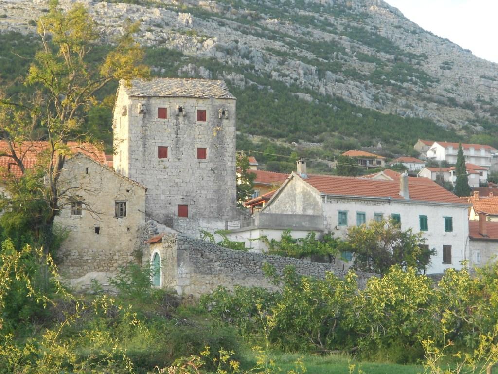Башня Бабовича и другие здания. Фото: Елена Арсениевич, CC BY-SA 3.0