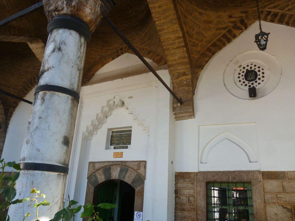 Крыльцо Башчаршийской мечети. Фото: Елена Арсениевич, CC BY-SA 3.0