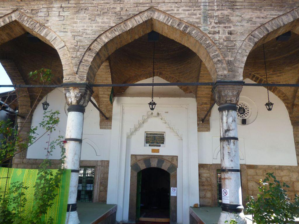 Вход в Башчаршийскую мечеть. Фото: Елена Арсениевич, CC BY-SA 3.0