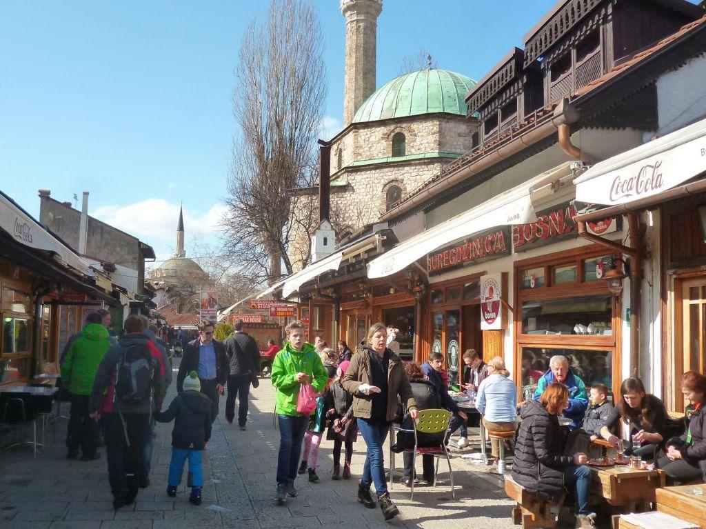 Браваджилук начинается Башчаршийской мечетью. Фото: Елена Арсениевич, CC BY-SA 3.0