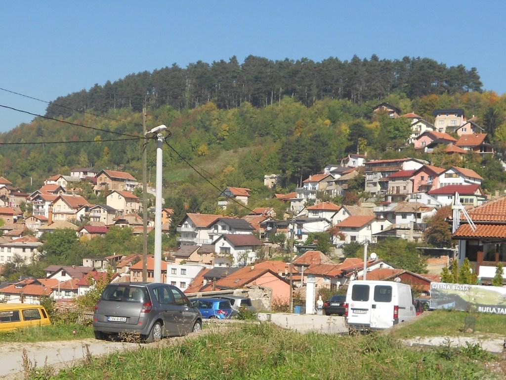 Чебеджие справа на склоне холма. Фото: Елена Арсениевич, CC BY-SA 3.0