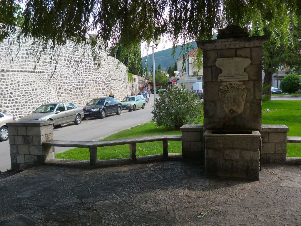 Чесма у городской стены. Фото: Елена Арсениевич, CC BY-SA 3.0