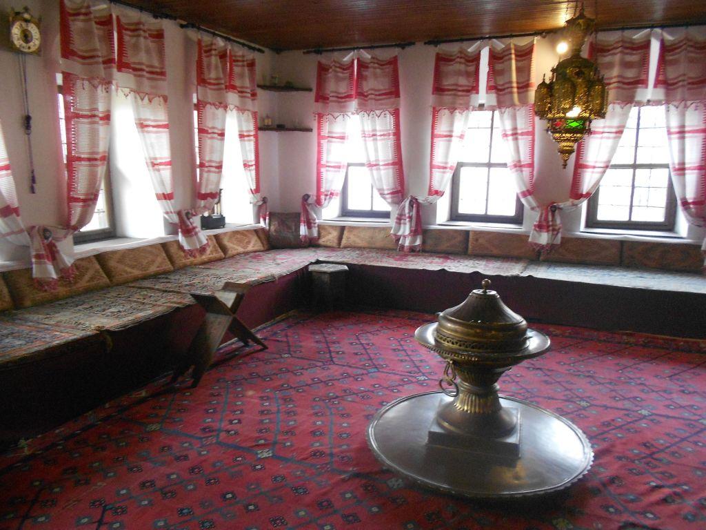 Халват, большой зал. Фото: Елена Арсениевич, CC BY-SA 3.0