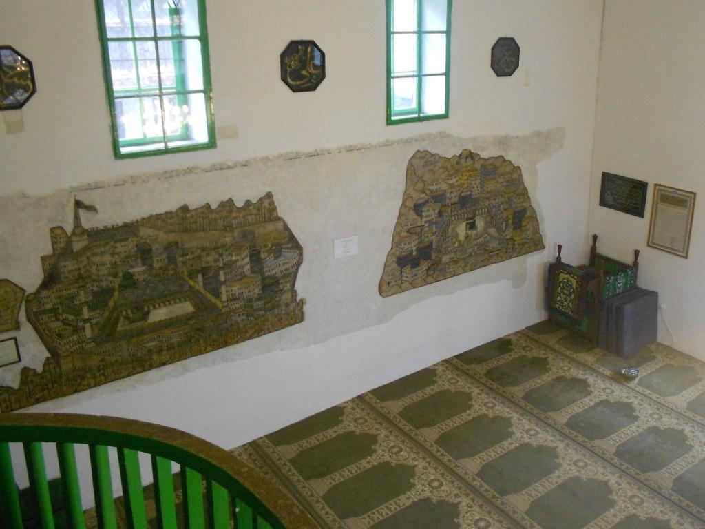 Фрески на стене мечети. Фото: Елена Арсениевич, CC BY-SA 3.0