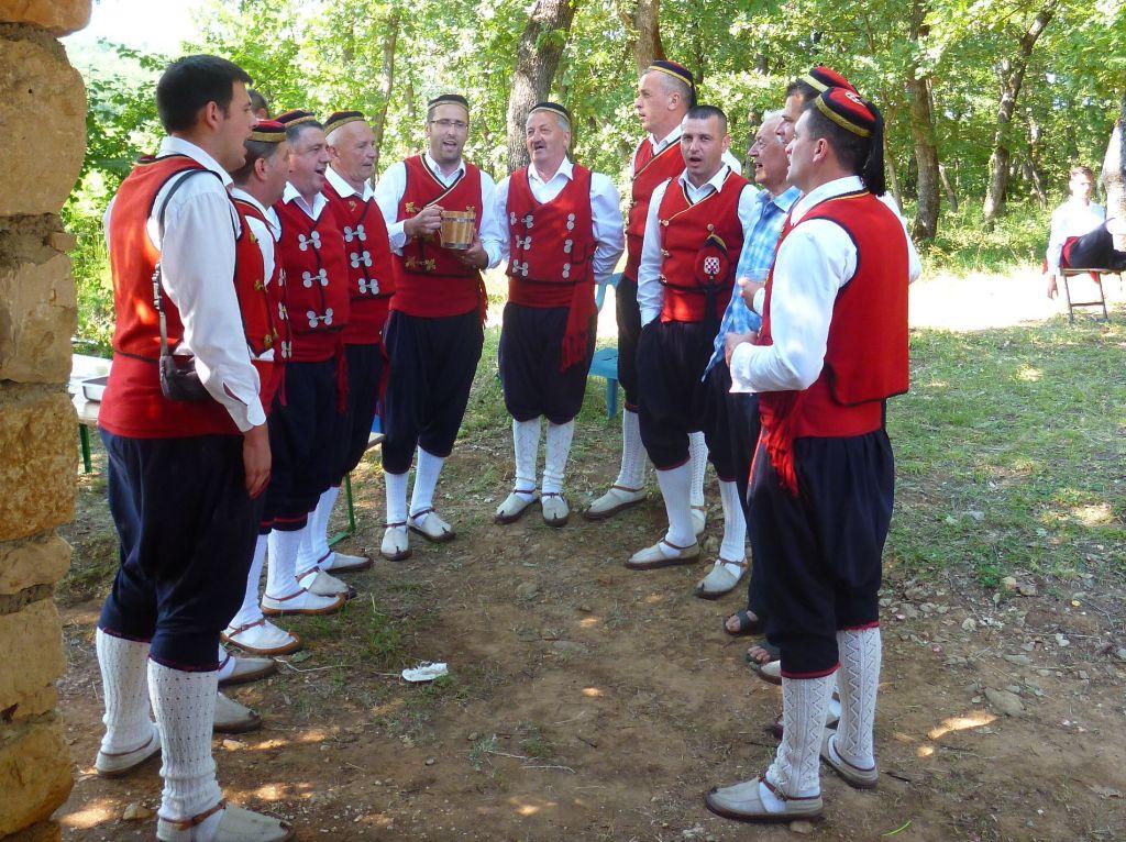 Сточане из Столаца поют гангу. Фото: Елена Арсениевич, CC BY-SA 3.0