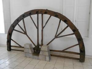 Старинное колесо в Музее Герцеговины в Требине. Фото: Елена Арсениевич, CC BY-SA 3.0