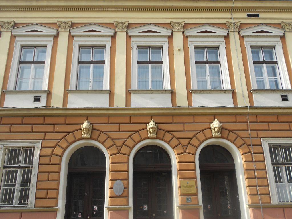 Школа, которую закончил нобелевский лауреат Иво Андрич. Фото: Елена Арсениевич, CC BY-SA 3.0