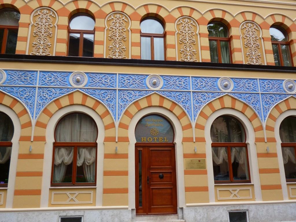 Фасад в неомавританском стиле. Фото: Елена Арсениевич, CC BY-SA 3.0