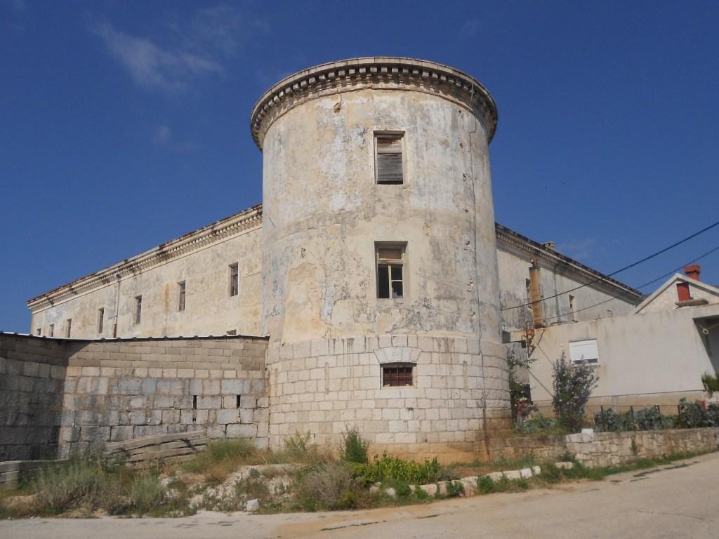 Одна из двух башен. Фото: Елена Арсениевич, CC BY-SA 3.0