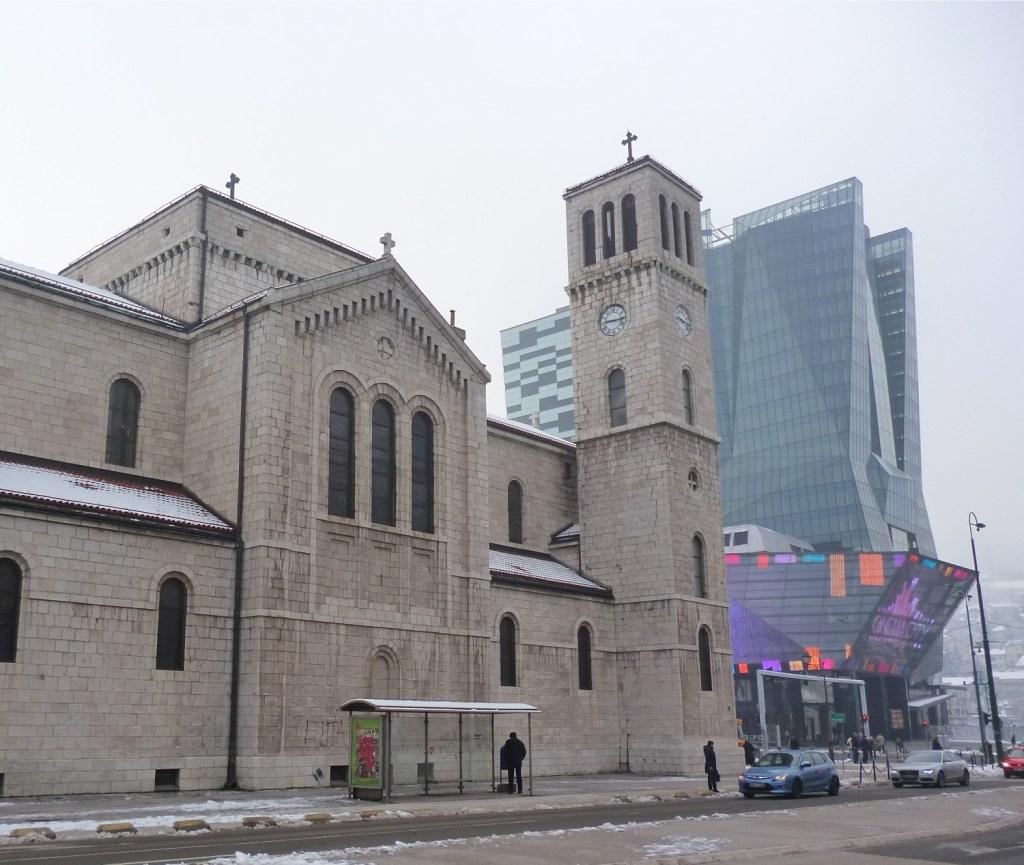 Церковь св. Иосифа и торговый центр SCC. Фото: Елена Арсениевич, CC BY-SA 3.0