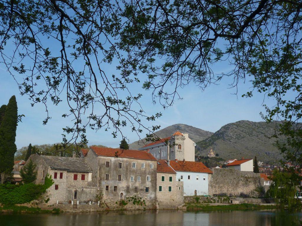 Вид на старый город с левого берега. Фото: Елена Арсениевич, CC BY-SA 3.0