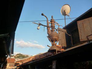 Медный кувшин на крыше. Фото: Елена Арсениевич, CC BY-SA 3.0