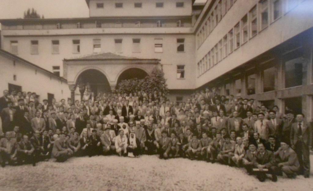 Ученики и преподаватели медресе на старой фотографии