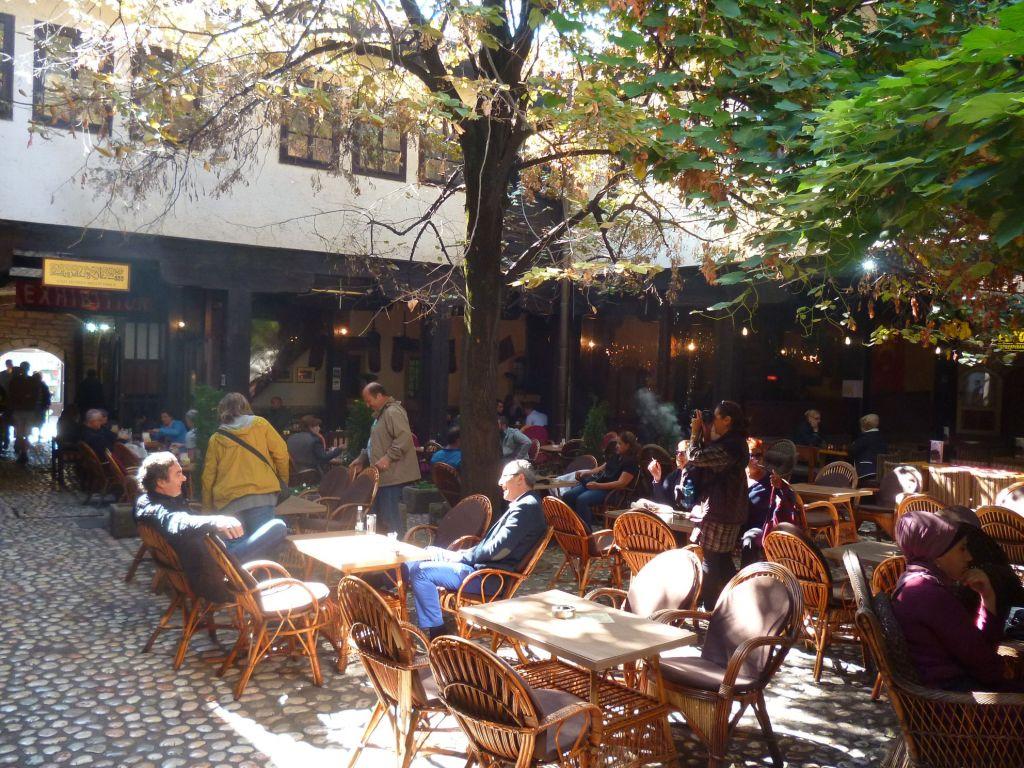Кофейня во дворе Морича хана. Фото: Елена Арсениевич, CC BY-SA 3.0