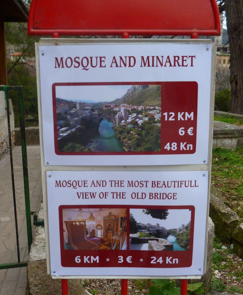 Ценник у входа в мечеть Коски Мехмед-паши в Мостаре. Фото: Елена Арсениевич, CC BY-SA 3.0