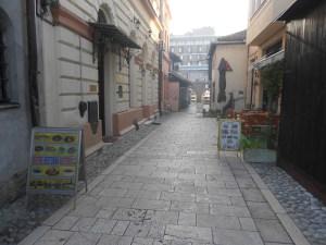 В перспективе улицы видны Безистан и гостиница «Европа». Фото: Елена Арсениевич, CC BY-SA 3.0