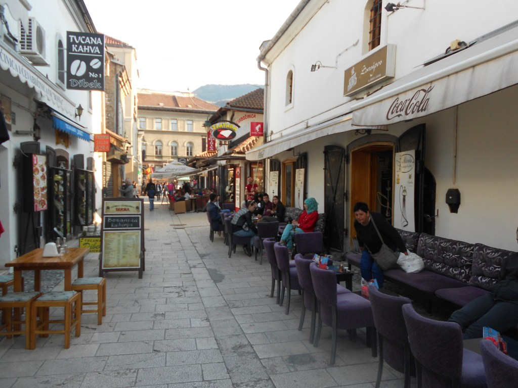 Кофейни на улице Муджелити. Фото: Елена Арсениевич, CC BY-SA 3.0