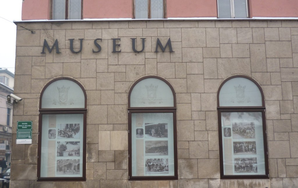 Фасад музея со стороны набережной Кулина Бана. Фото: Елена Арсениевич, CC BY-SA 3.0