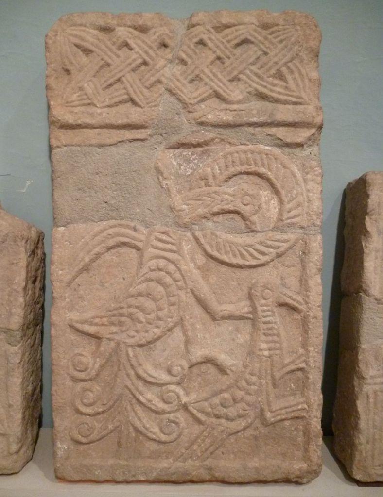 Фрагмент средневековой каменной пластики. Фото: Елена Арсениевич, CC BY-SA 3.0