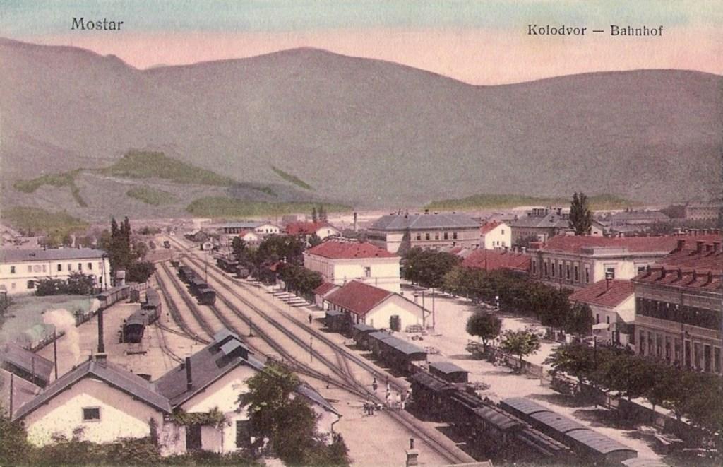 Железнодорожная станция в Мостаре. 1912 год Naklada Prve muslimanske nakladne knjižare u Mostaru, CC BY-SA 3.0