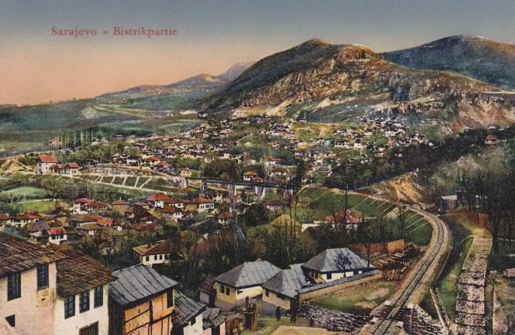 Вид на Сараево с Бистрика. Старая открытка. Leon Finzi, Sarajevo, public domain